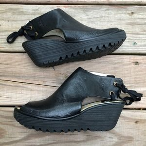 FLY LONDON Yuzu Leather Wedge Sandals